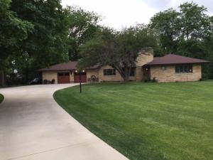 21 Maple Heights Dr, Estherville, IA 51334