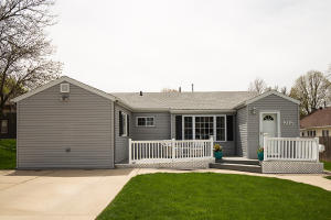 808 12th Ave N, Estherville, IA 51334