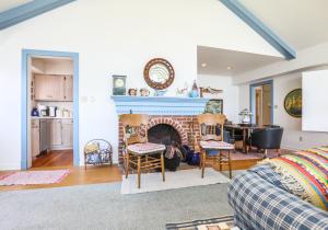Residential for Sale at 15514 Landings Avenue