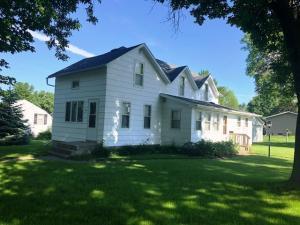 1621 Oak Street E
