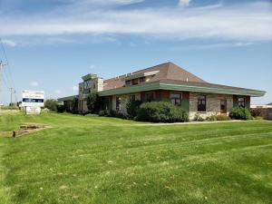 Commercial for Sale at 3301 HWY 71 S
