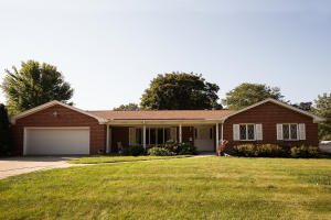 9 Manor Circle, Estherville, IA 51334
