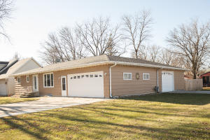421 N 17th Court, Estherville, IA 51334