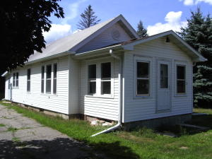 3 W 2nd St S, Estherville, IA 51334