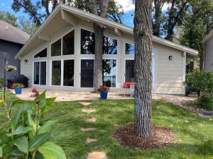 15801 Lakeshore Drive, Spirit Lake, IA 51360