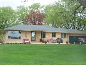 204 Lake Shore Drive, Emmetsburg, IA 50536