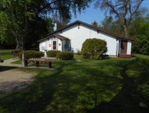 1404 1st Ave N, Jamestown, ND 58401