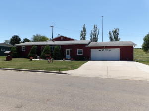 1039 Hanna Ave SW, Valley City, ND 58072