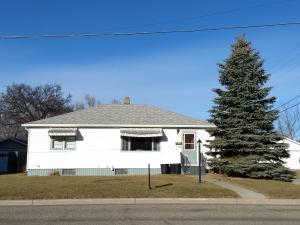 405 8th St NE, Jamestown, ND 58401