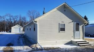 708 2nd St E, Edgeley, ND 58433