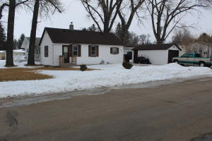 1302 3rd Ave NW, Jamestown, ND 58401