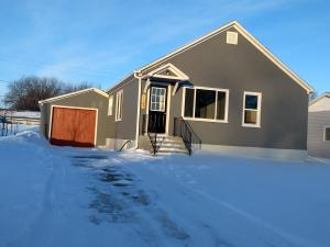 1129 3rd Ave NW, Jamestown, ND 58401