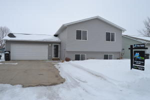 1614 7th Ave NE, Jamestown, ND 58401