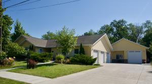 220 9th Ave Avenue NE, Jamestown, ND 58401