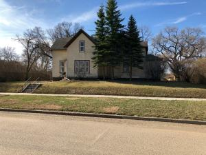 465 4th St NW, Valley City, ND 58072