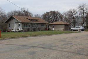 1305 2nd Avenue NE, Jamestown, ND 58401