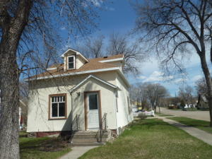 523 8th Ave SE, Jamestown, ND 58401