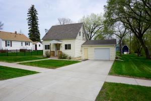 744 5th Avenue NW, Valley City, ND 58072
