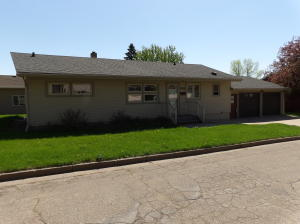 958 4th Ave NW, Valley City, ND 58072