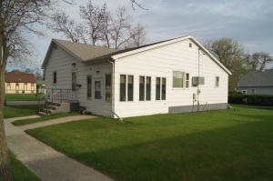 214 6th Avenue W, Edgeley, ND 58433