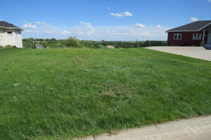 1304 Evergreen Dr NW, Jamestown, ND 58401