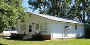 1408 5 1/2 Avenue NE, Jamestown, ND 58401