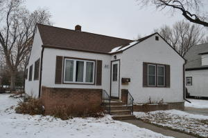 811 4th Avenue NW, Jamestown, ND 58401