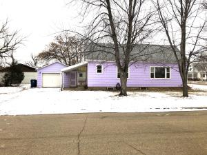 924 Main Avenue E, Oakes, ND 58474