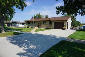 1054 6th Avenue NE, Valley City, ND 58072