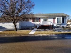 75 3rd Avenue N, Ellendale, ND 58436