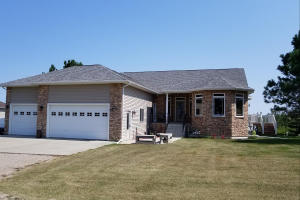 1006 9th Avenue NW, Jamestown, ND 58401