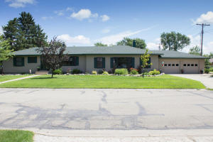 300 7th St NE, Ellendale, ND 58436