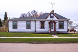 725 4th Street SW, Valley City, ND 58072
