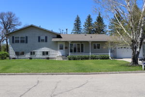 1004 Riverview Drive SW, Valley City, ND 58072
