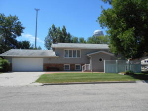 307 16th Street SW, Jamestown, ND 58401
