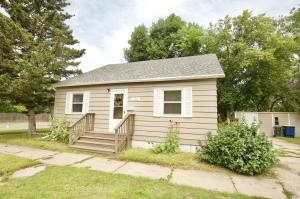 124 6th Street NW, Jamestown, ND 58401