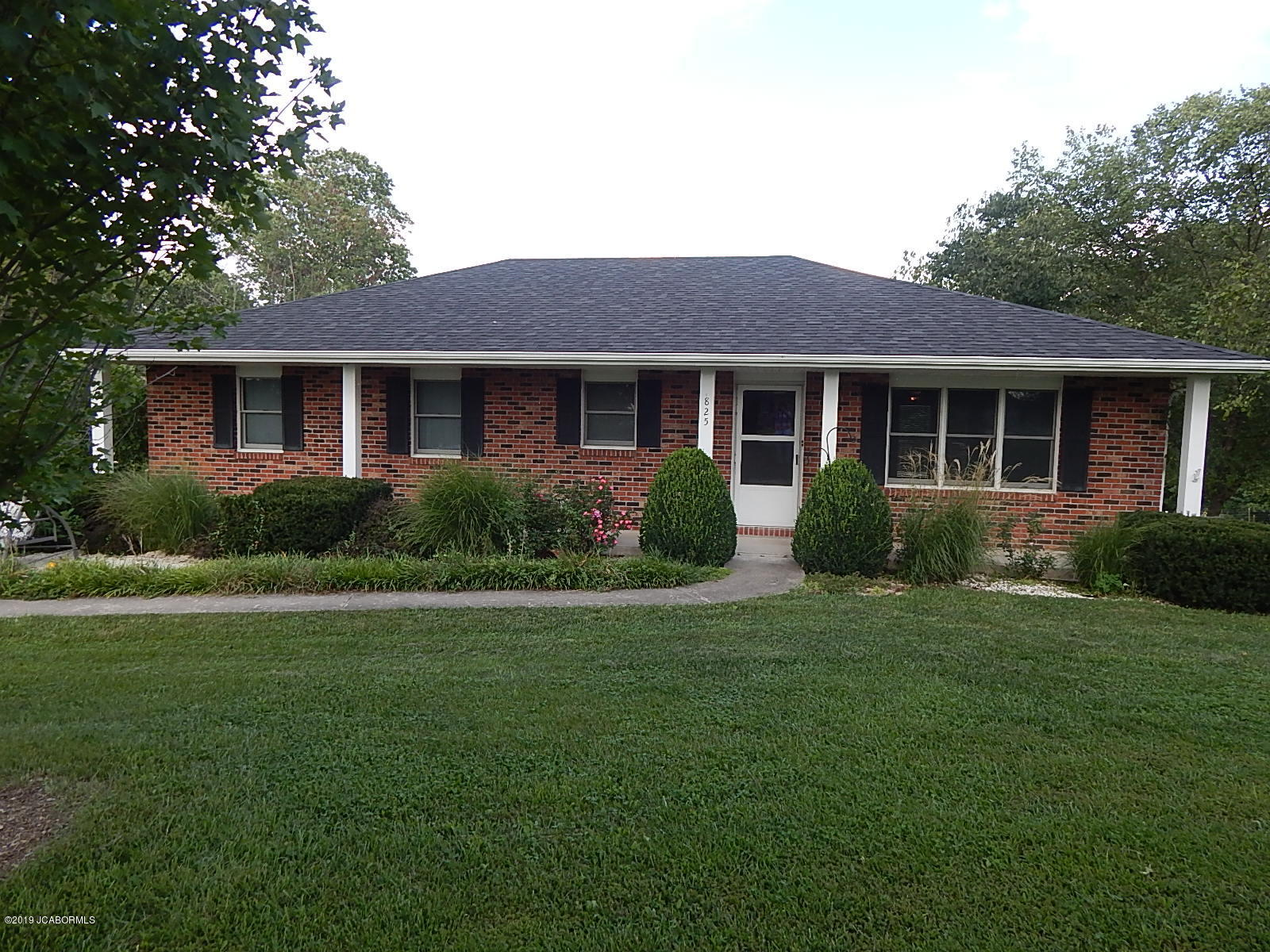 Photo of 825 County Rd 392 Holts Summit MO 65043