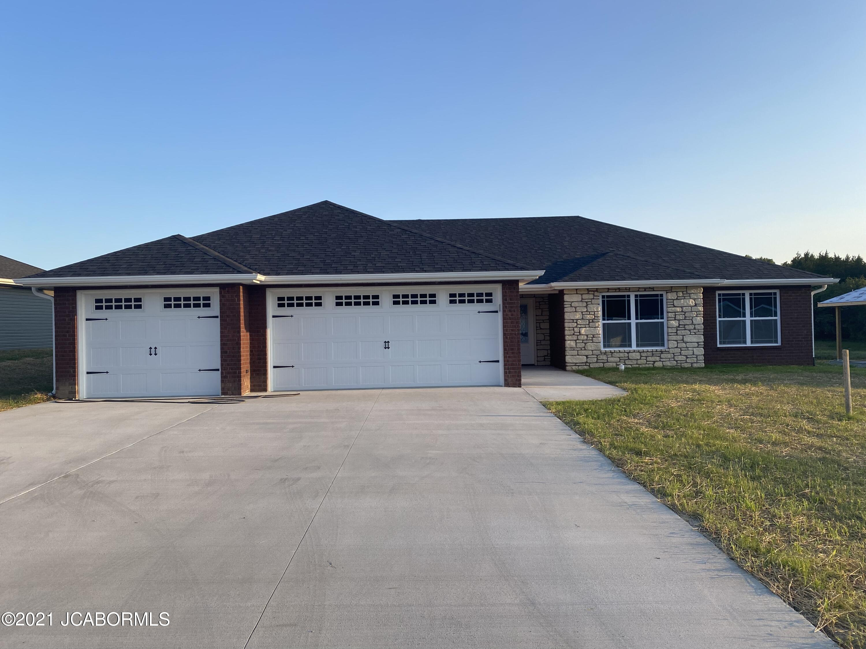 Photo of 320 DOVER DRIVE Holts Summit MO 65043