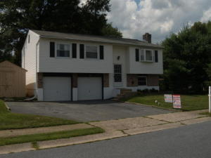 105 APRIL LANE, LITITZ, PA 17543