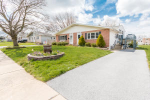 Nice level lot with plenty of off-street parking. A short walk to downtown Lititz.