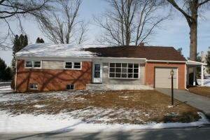 1713 WINDY HILL ROAD, LANCASTER, PA 17602