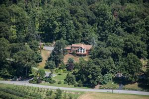 1076 SHEEPHILL ROAD, NEW HOLLAND, PA 17557