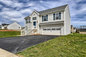 180 STONE CREEK DRIVE, YORK, PA 17406