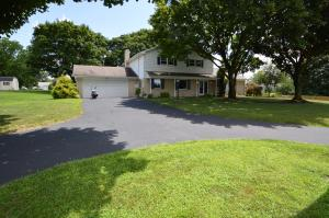 Beautiful park like setting. Great driveway for easy in and out for guests.