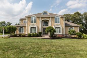 152 Huntingwood Drive Lancaster, PA 17602