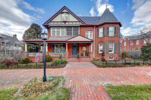 104 W LINCOLN WAY, New Oxford, PA 17350