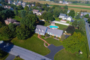 702 Buckwood Lane Lititz, PA 17543