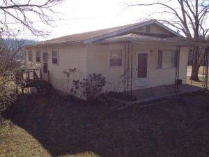 415 Old Valley Rd, Harriman, TN 37748