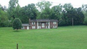 216 Old Andersonville Pike, Heiskell, TN 37754