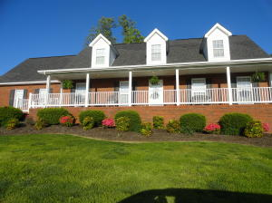 Level front and back yard, Country Setting